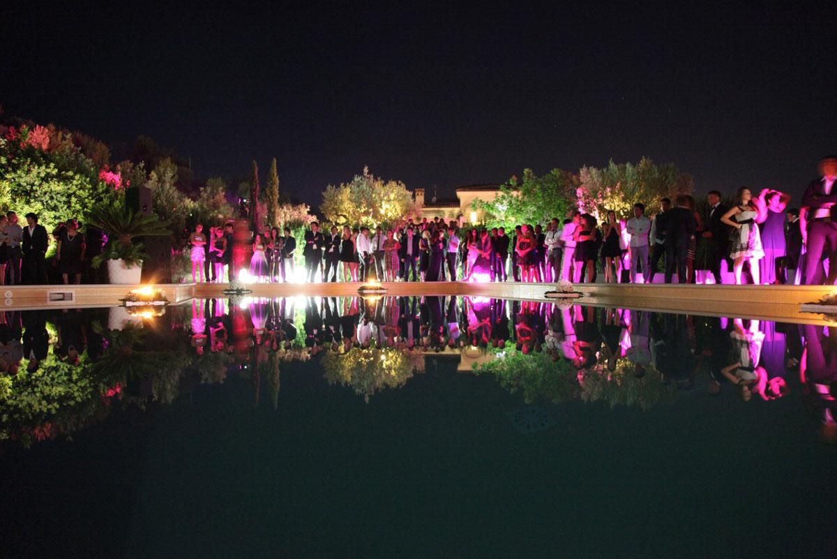 Pro e contro del matrimonio di sera for Addobbi piscina per matrimonio